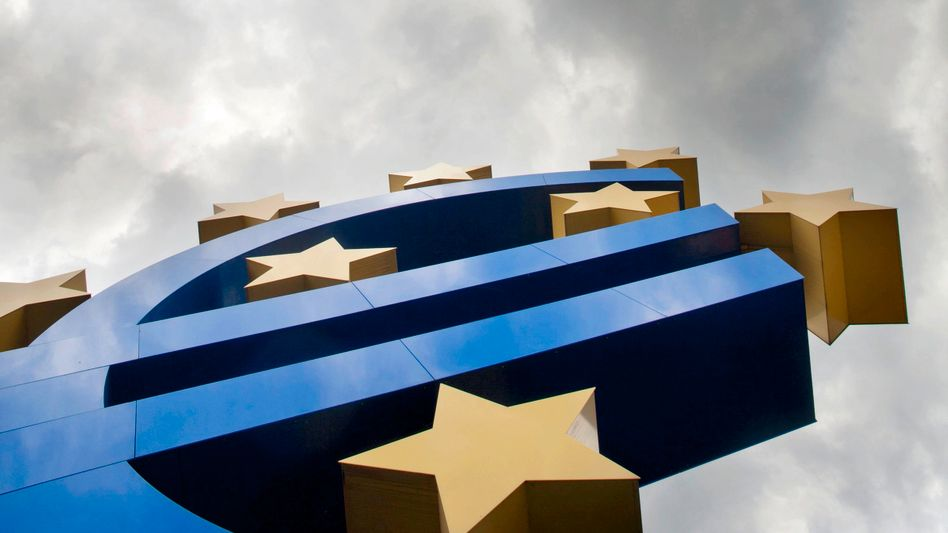 The euro sculpture in Frankfurt: Euro bonds would be difficult to introduce.