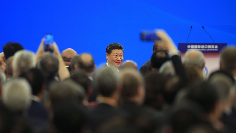 Staats- und Parteichef Xi Jinping bei Importmesse in Shanghai