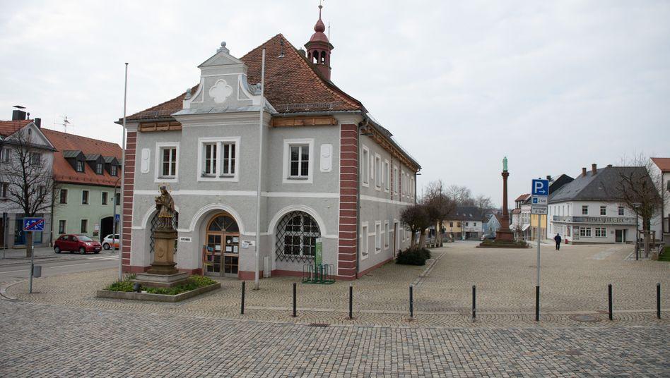 """Mitterteich im bayerischen Landkreis Tirschenreuth: """"Die Regel wird besonnen aufgenommen"""""""