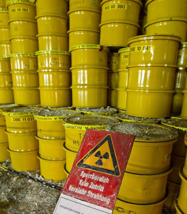 Neuer bizarrer Vorwurf der Verschwörungstheoretiker: Die Energiekonzerne Eon, RWE und EnBW wollen - mit Hilfe der Politik - die Kosten für den Atomausstieg auf die Allgemeinheit abwälzen