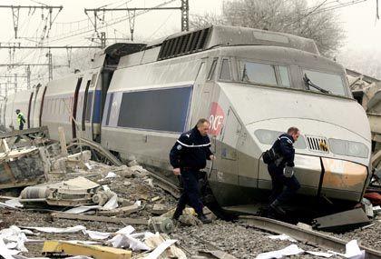 Entgleister TGV nahe der Grenze zur Schweiz: Aufprall auf Schwertransporter am Bahnübergang