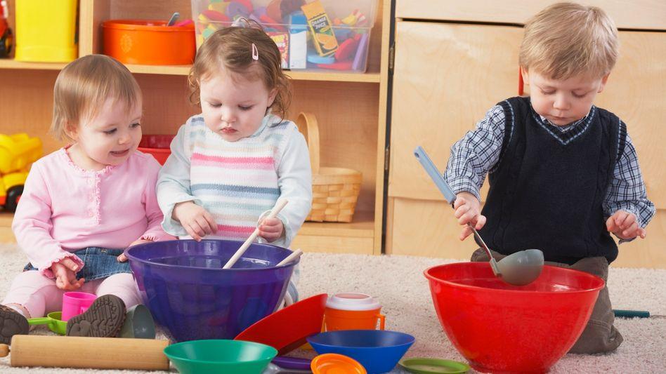 Kinder in der Tagesbetreuung: Im Schnitt bleiben die Kinder in Deutschland einen kompletten Arbeitstag lang