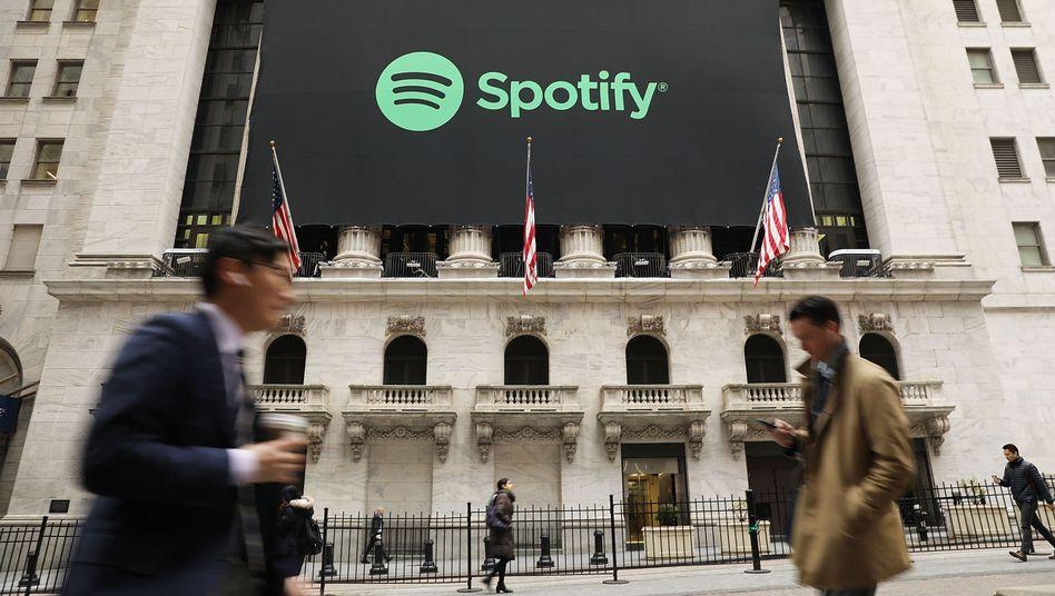 Börse in New York mit Spotify-Banner