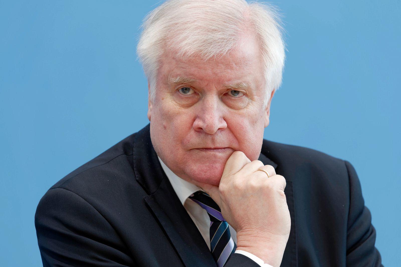 Horst Seehofer 2020-02-27, Berlin, Deutschland Bundespressekonferenz: Der Bundesgesundheitsminister und Horst Seehofer