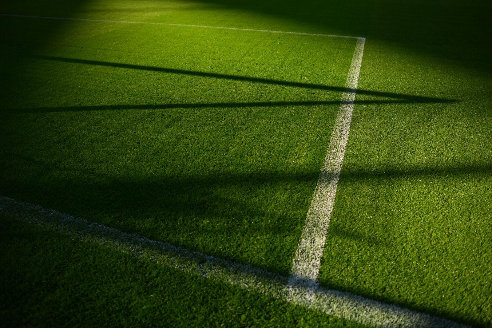 Fußballplatz / Schatten