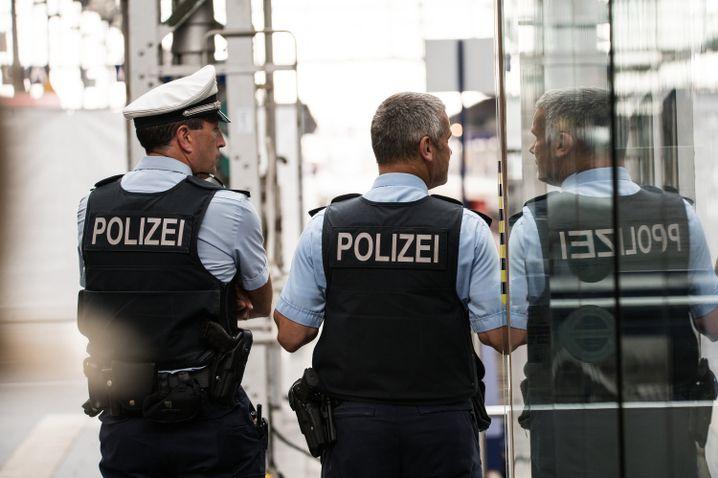 Polizisten am Hauptbahnhof in Frankfurt am Main: Die Ermittler riefen Zeugen auf, sich zu melden