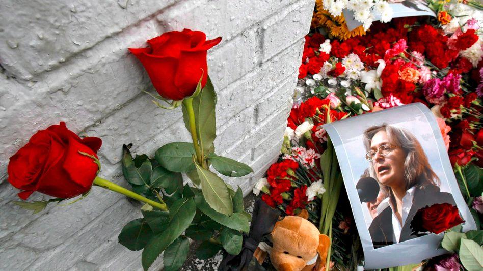 Anteilnahme an dem Tod der Journalistin Anna Politkovskaya im Oktober 2006
