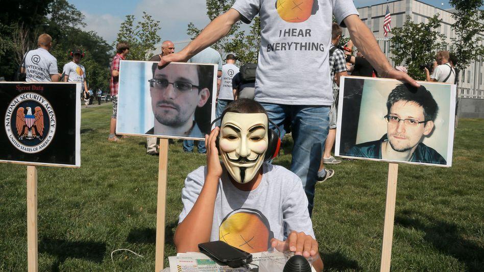 Protest gegen US-Überwachung in der Ukraine: Anonymous-Masken für Snowden