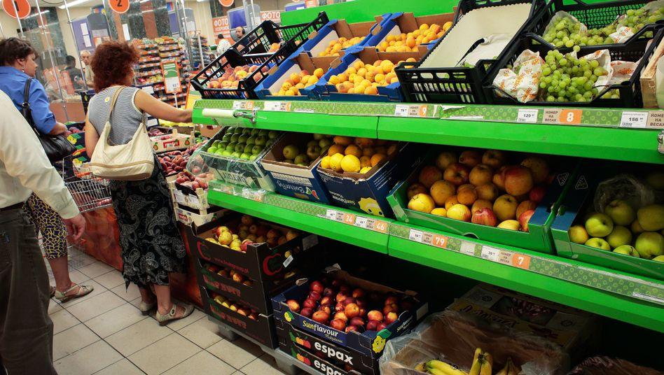 Kunden in einem Supermarkt in Moskau: West-Produkte verbannt