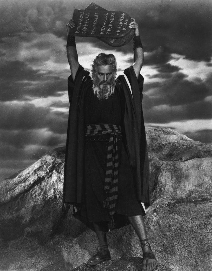 Der grimme Mose bringt Gebote: Dieses Gottesgesetz mahnte zum Wohlverhalten - und drohte mit Strafe und Verdammnis