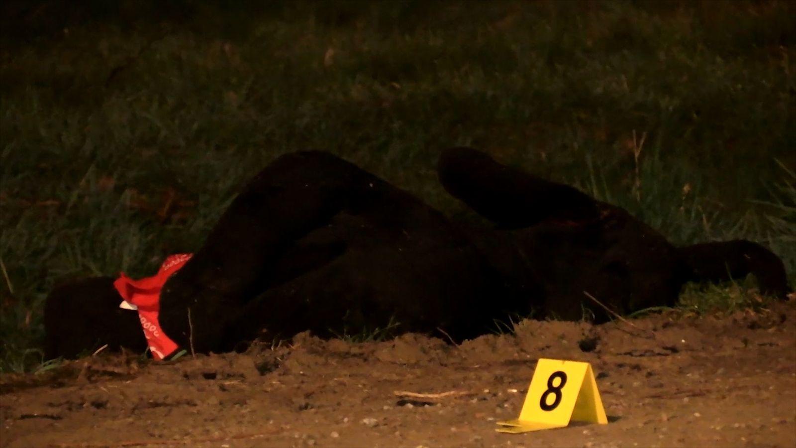 EINMALIGE VERWENDUNG Polizei schießt Fahrradfahrer auf der Flucht nieder