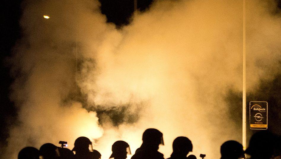 Polizeiaufgebot bei Krawallen in Heidenau (21. August): Nobody cares