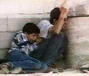 Mohammed Aldura mit seinem Vater Jamal: Die Bilder vom Tod des Zwölfjährigen im israelischen Kugelhagel gingen im September 2000 um die Welt