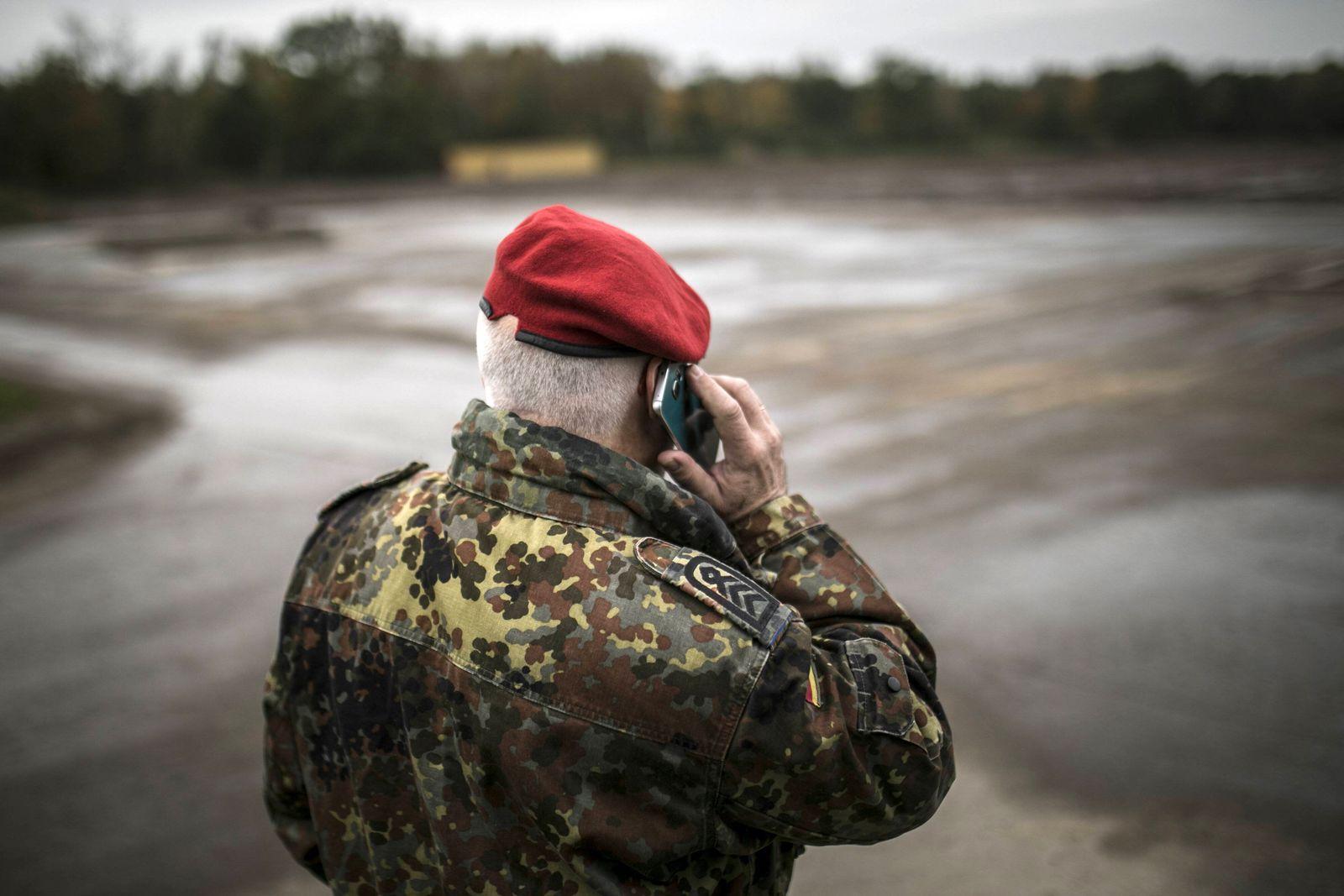 EINMALIGE VERWENDUNG Bundeswehr Handy