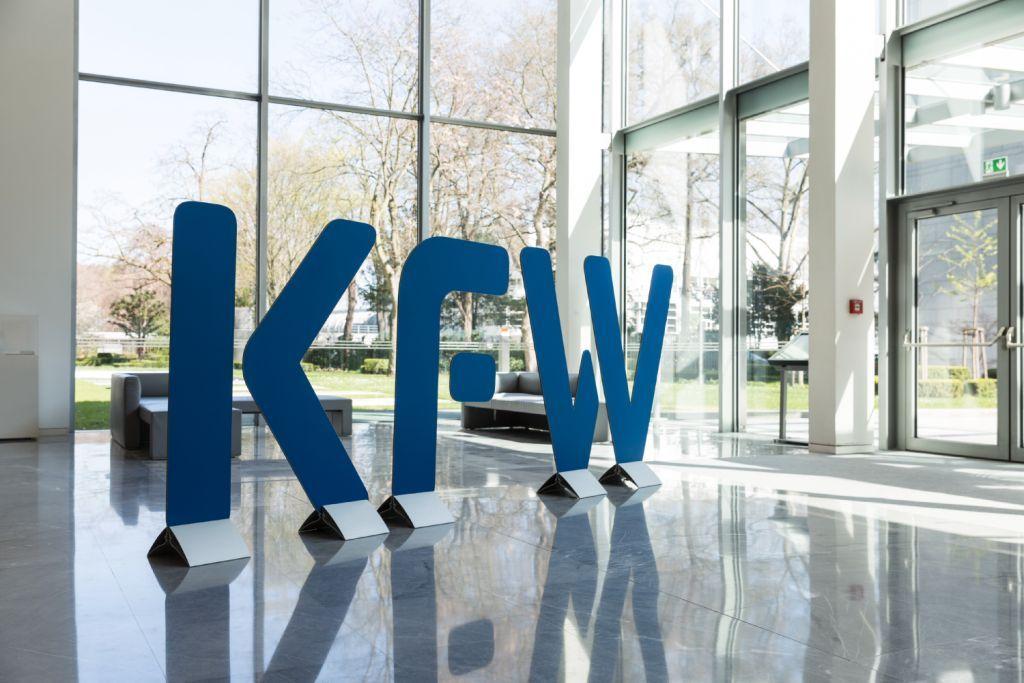 Neues KfW-Logo im Eingangsbereich, KfW-Zentrale in Frankfurt