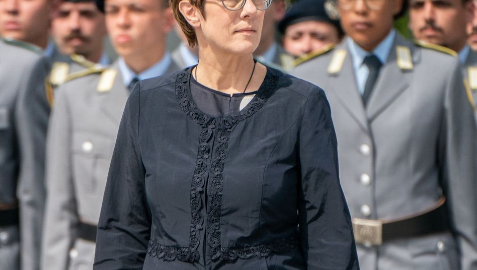 Neue Verteidigungsministerin Kramp-Karrenbauer bei Gelöbnis zum Stauffenberg-Gedenktag