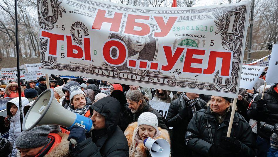 Demonstration in Kiew: Ukrainer protestieren gegen die Geldpolitik der Notenbank