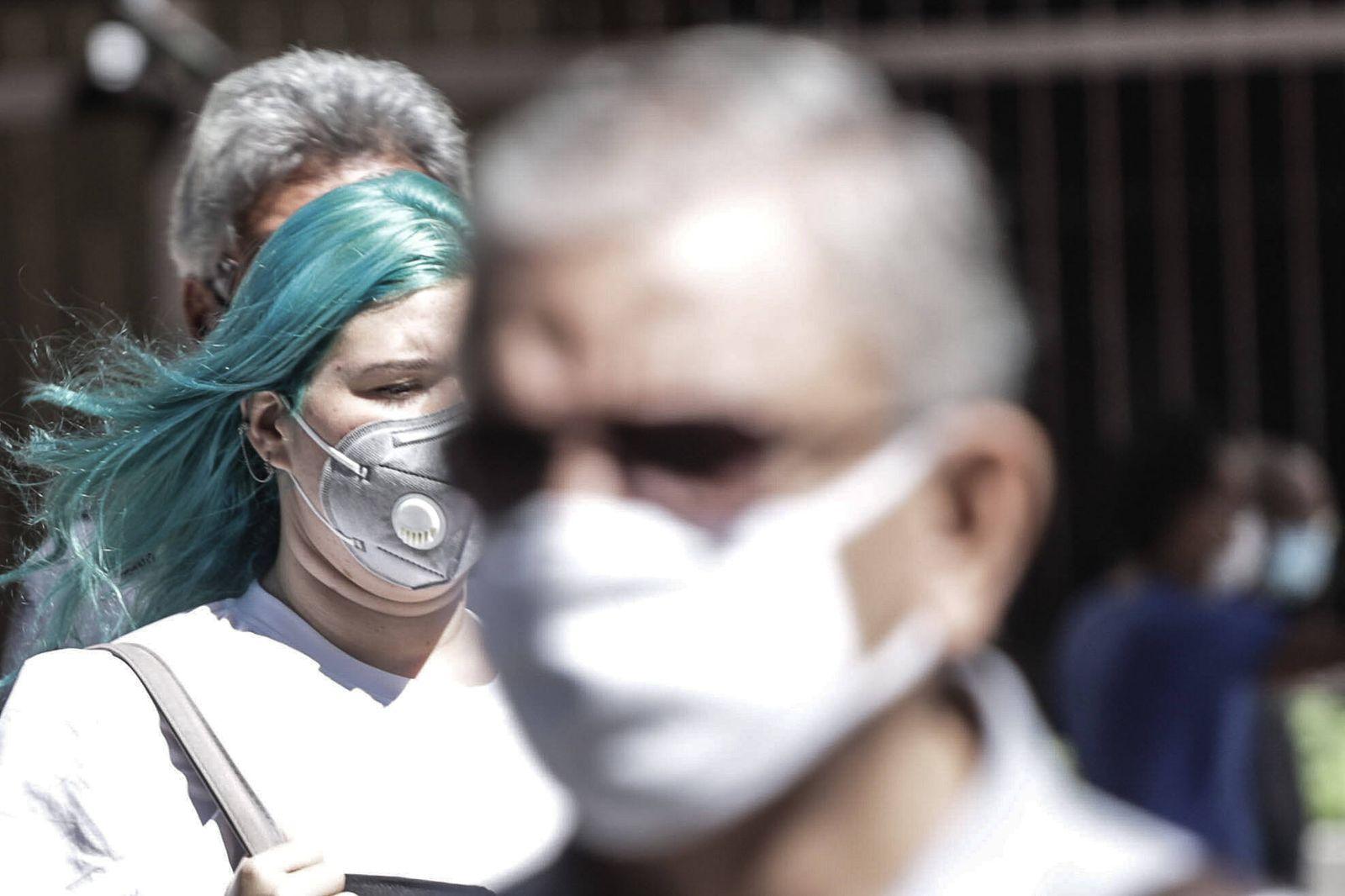 (210505) -- SAO PAULO, May 5, 2021 -- People wearing face masks walk on a street in Sao Paulo, Brazil, on May 4, 2021. B