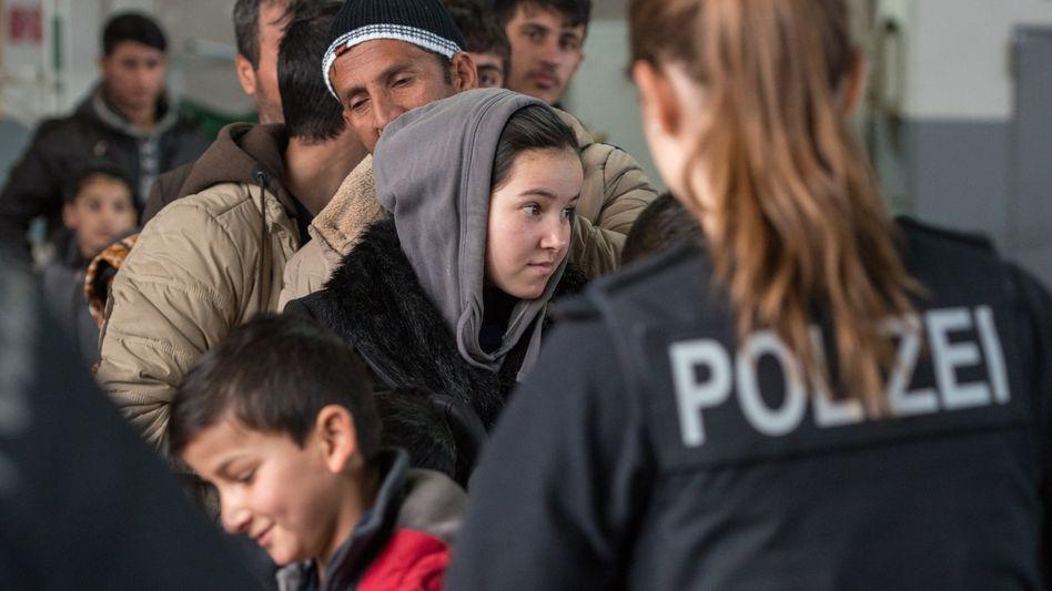 Flüchtlingsregistrierung in Bayern: Auch Familienschmuck kann eingesammelt werden