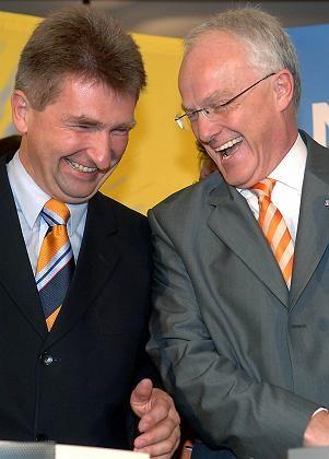 Minister Pinkwart (links, mit NRW-Regierungschef Jürgen Rüttgers: Unis in der Pflicht