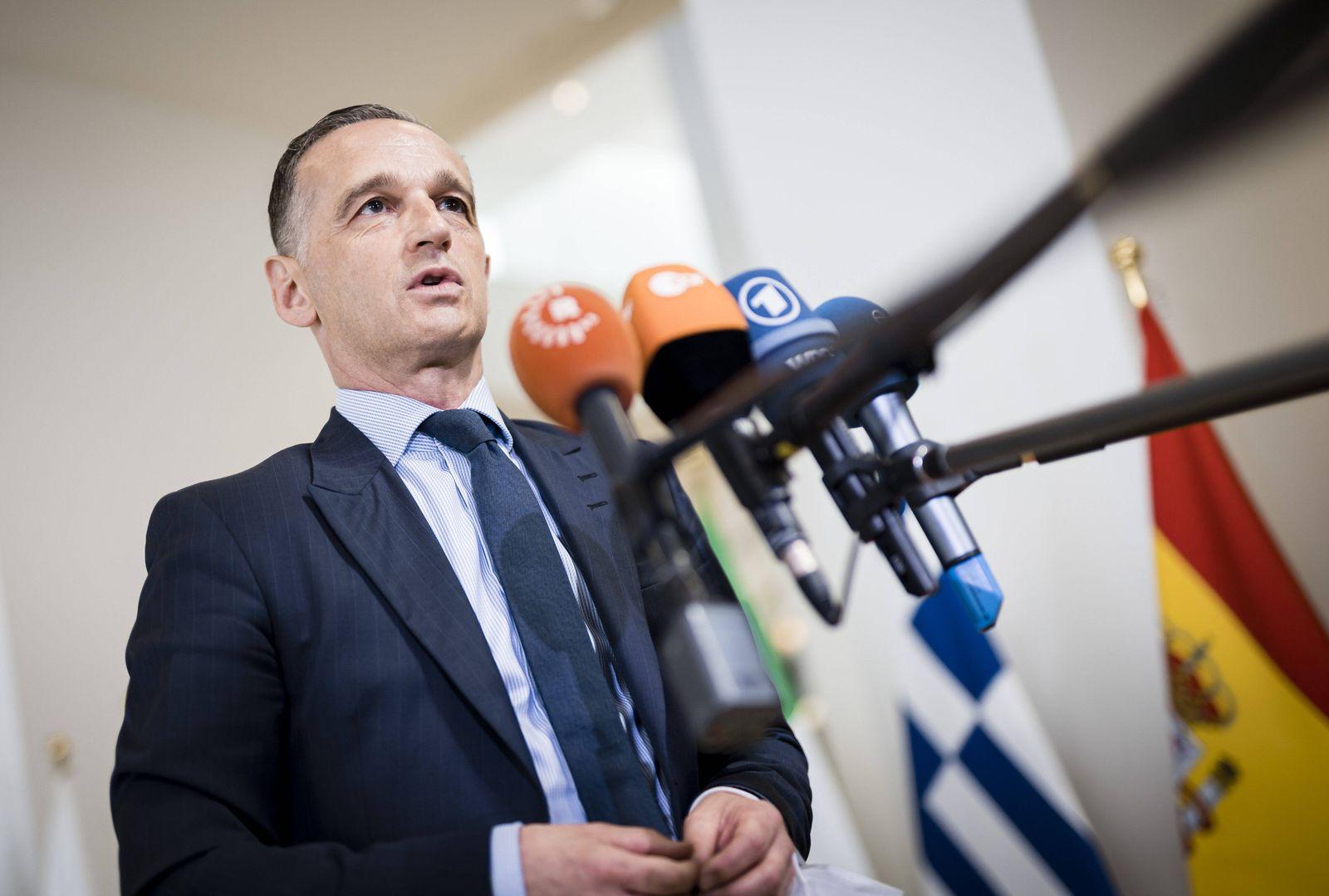 Bundesaussenminister Heiko Maas, SPD, gibt Journalisten ein Statement, nach der Teilname am Rat fuer Aussenbeziehungen