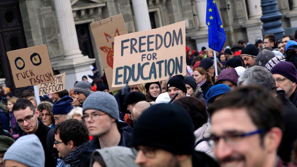 Demonstration für den Verbleib der CEU in Budapest