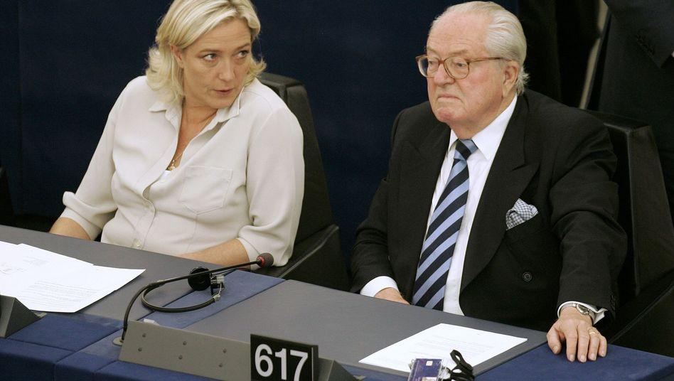 Marine Le Pen und Jean-Marie Le Pen (Archivbild): Parteichefin und Gründer sind tief zerstritten
