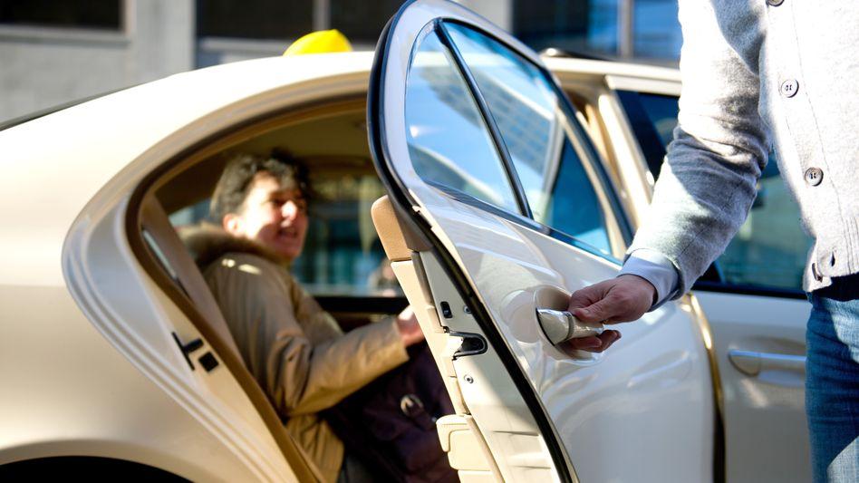 Ein Taxifahrer in Berlin (Archiv)