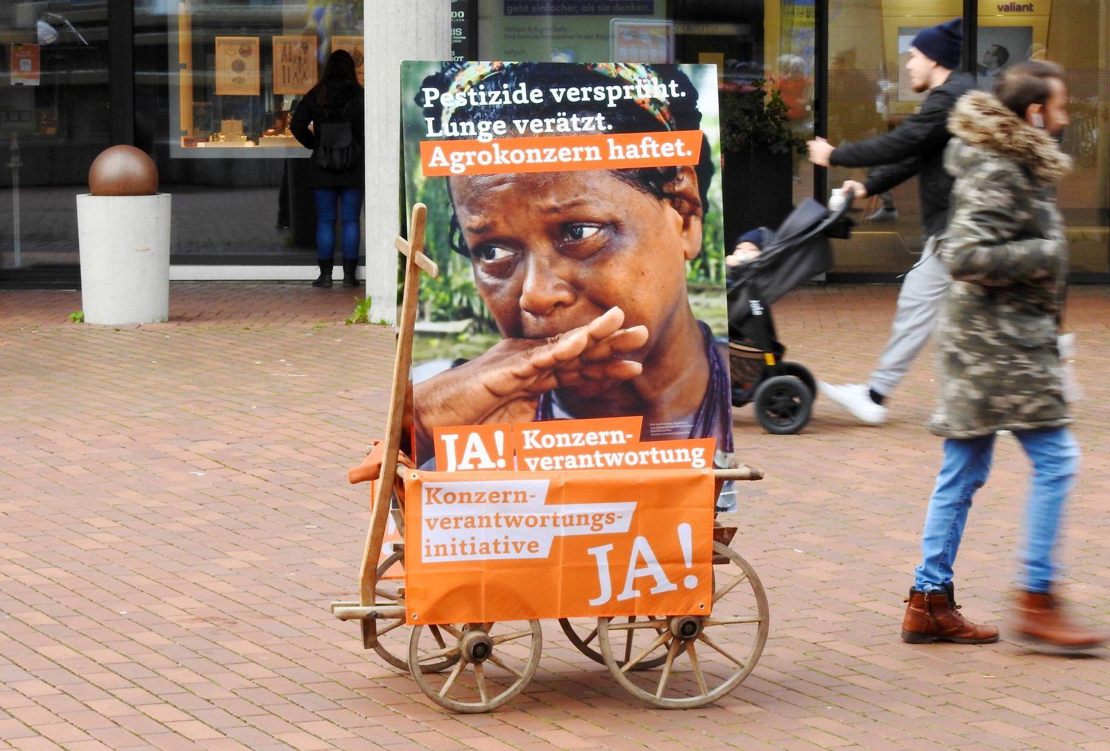 Foto Manuel Geisser 14.11.2020 Abstimmungs Plakate. Konzernverantwortungs -Initiative Ja Volksabstimmung vom 29.11.2020