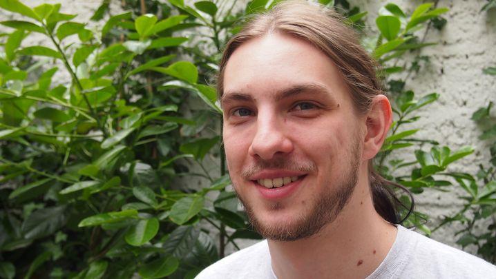 Jens Höft, 25, spielte schon als Kind lieber Computer als Fußball