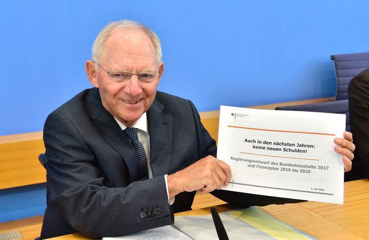 Finanzminister Schäuble mit Haushaltsentwurf