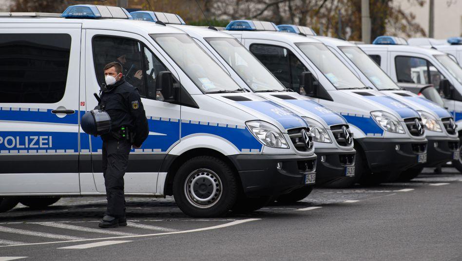 Einsatzfahrzeuge der Bundespolizei bei einer »Querdenken«-Demonstration (Archivfoto)