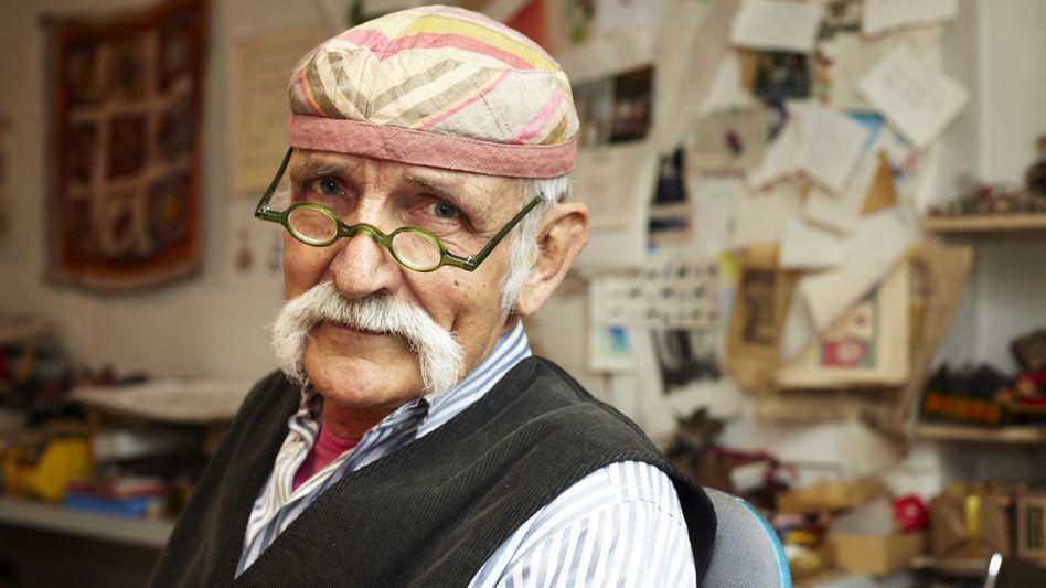 Ali Mitgutsch im Juni 2010 in seinem Atelier in München: Am 21. August feiert er seinen 85. Geburtstag