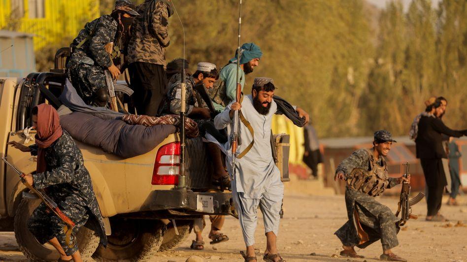 Taliban-Kämpfer in der Nähe von Kabul