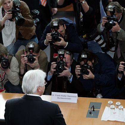 Bundesaußenminister Steinmeier vor BND-Untersuchungsausschuss: Karlsruhe rügt die Regierung