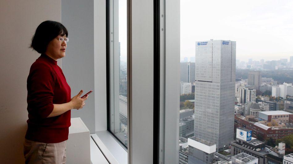 Eine der Klägerinnen, die Übersetzerin Kaori Oguni, in Tokio (Archivbild)