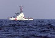 Die Küstenwache sucht im Absturzgebiet nach Überlebenden
