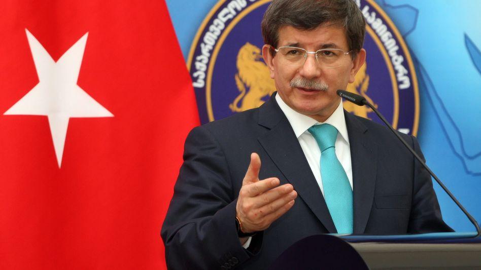 Außenminister Ahmet Davutoglu: Einsatz für türkische Medien und Abgeordnete