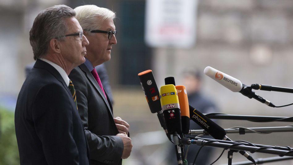 """De Maizière (l.), Steinmeier (r.): """"Nicht vorhersagen"""", ob eine Entscheidung innerhalb der Legislaturperiode kommt"""