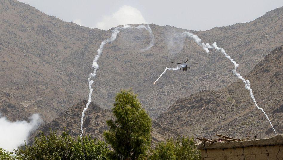 Nato-Hubschrauber im Einsatz: War der Angriff auf den Posten ein Versehen oder Absicht?