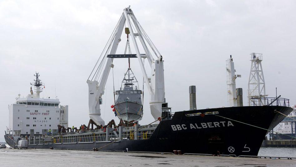 Patrouillenboot für Saudi-Arabien im Hafen Mukran