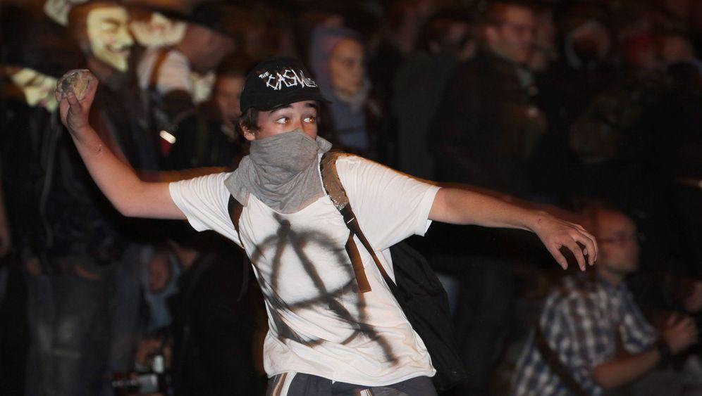 Streiks in Südeuropa: Demonstranten gegen Polizei
