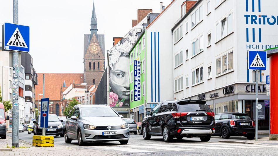 Auf der Schmiedestraße in Hannover sorgen Autos immer wieder für Verkehrschaos