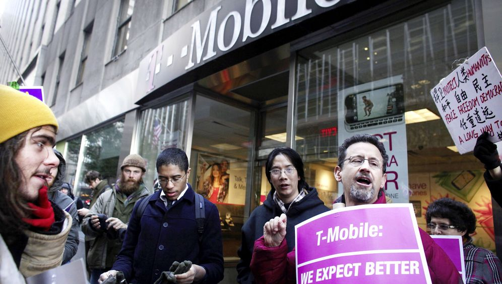 Photo Gallery: T-Mobile USA Accused of 'Tyranny' Against Workers