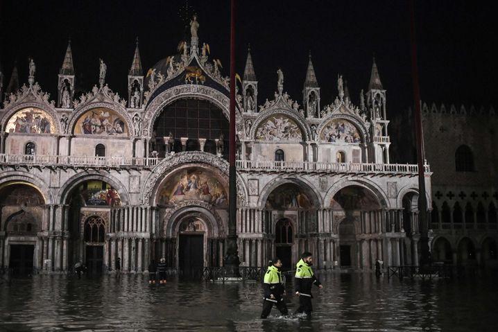 Sicherheitskräfte in Venedig: Der Rekordwert aus den Sechzigerjahren wackelt