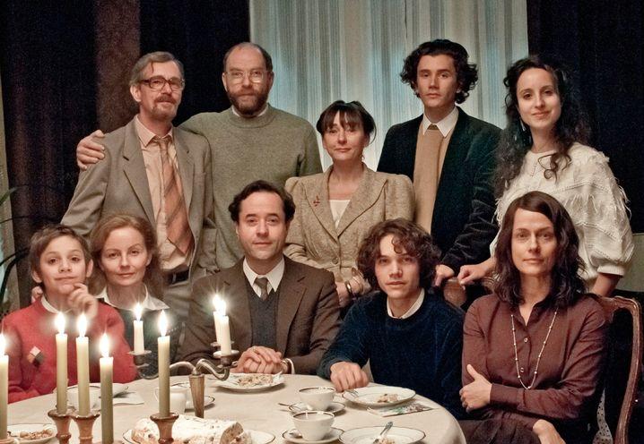 """Familienaufstellung in dem Zweiteiler """"Der Turm"""": Bitte kein Wortgeklingel"""