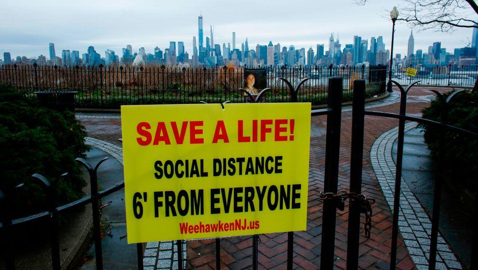 In Manhattan wird zur Distanzierung ermahnt