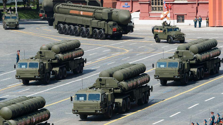 """S-400-Raketen bei einer Parade in Moskau: """"Es gibt hier ein Abkommen, das wir getroffen haben"""""""