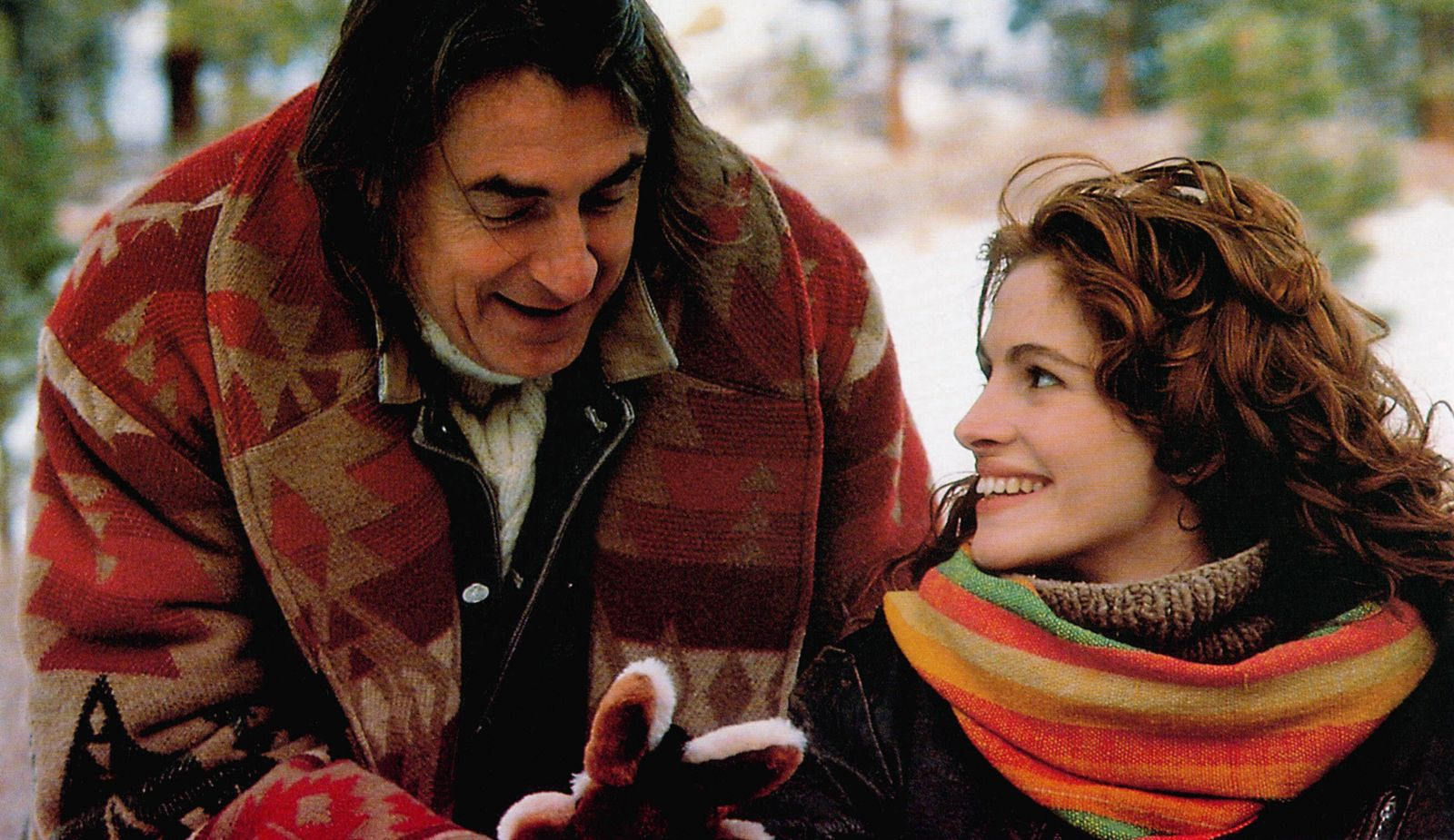 DYING YOUNG, from left: director Joel Schumacher, Julia Roberts on set, 1991, TM & Copyright © 20th Century Fox Film Co