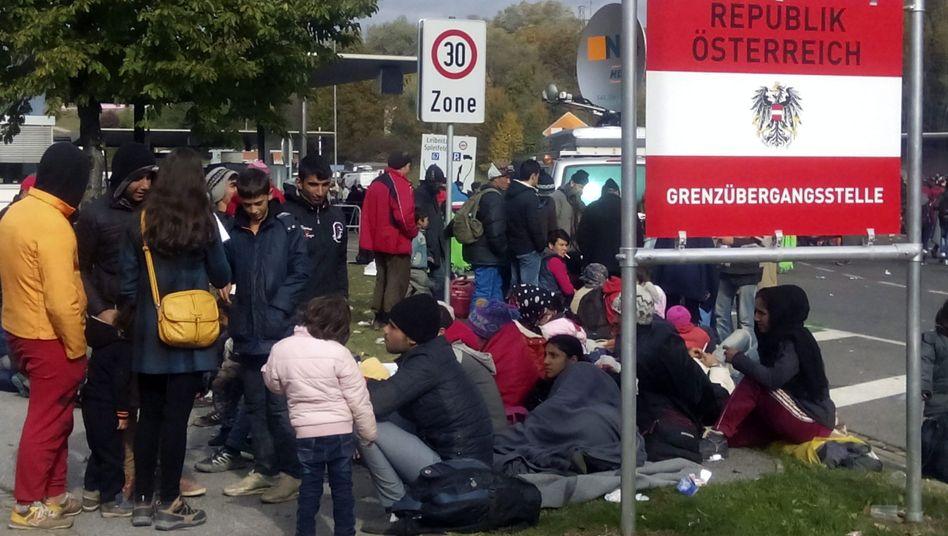 """Flüchtlinge an slowenisch-österreichischer Grenze (Archiv): """"Weder Einladungs- noch Willkommenspolitik sind richtige Antwort"""""""
